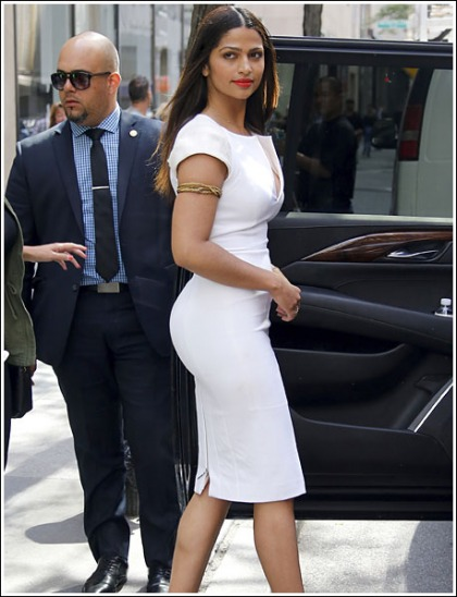 Camila Alves Gets Ridiculously Bootylicious' Dayuuuumn!
