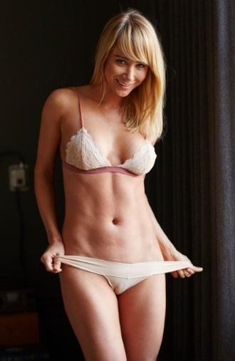 Sara Jean Underwood Amazing Underboob for Hotel Ma Cherie