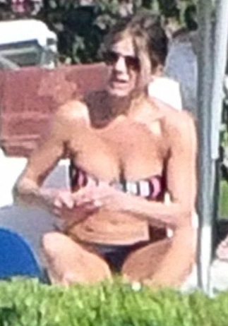 Jennifer Aniston Booty in a Sexy Bikini on a Sun-soaked Break in Italy