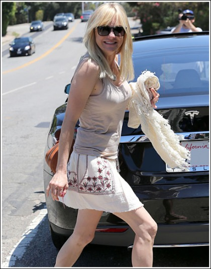 Anna Faris Makes An Uber Busty And Leggy Return