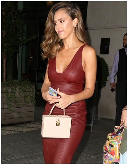 Jessica Alba Puts On A Super Sexy Cleavagy And Curvalicious Show