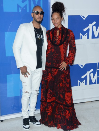 Alicia Keys goes makeup-free, does slam-poetry at the VMAs: ugh or amazing?