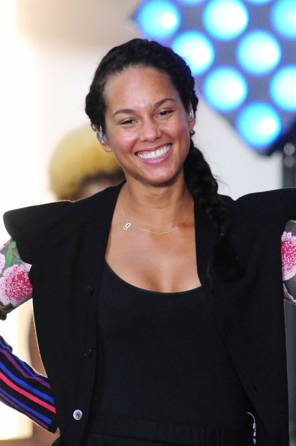 Alicia Keys on going makeup free: 'Every day I?m challenging myself'