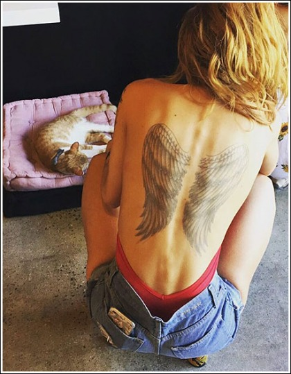 Bella Thorne Show Off Her Sexy New Back Tattoo