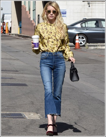 Emma Roberts Looking Like A Doll And Strutting Her Scrawny Little Legs And Booty