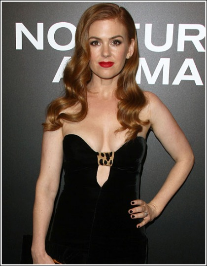 Isla Fisher Puts On A Jaw-Dropping Braless Cleavage Show!