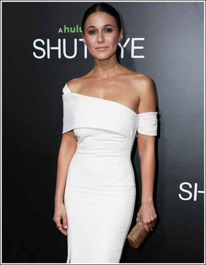 Emmanuelle Chriqui Looking All Kinds Of White Hot, And Cleavagy, And Bootylicious, Oh My!