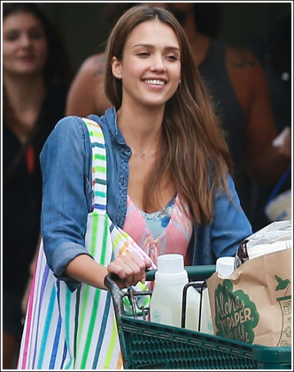 Jessica Alba Drops Some Bodacious Cleavage In Hawaii