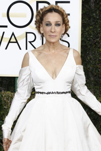 Sarah Jessica Parker in bridal Vera Wang at the Golden Globes: crazy-looking or cool?