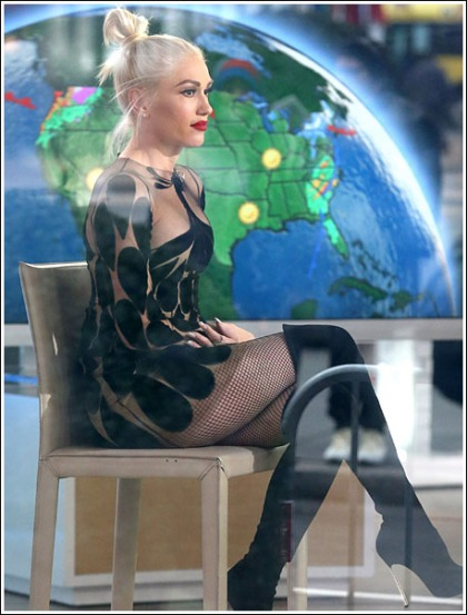 Gwen Stefani Ultra Busty And Leggy In Fishnet Stockings, Oh My!