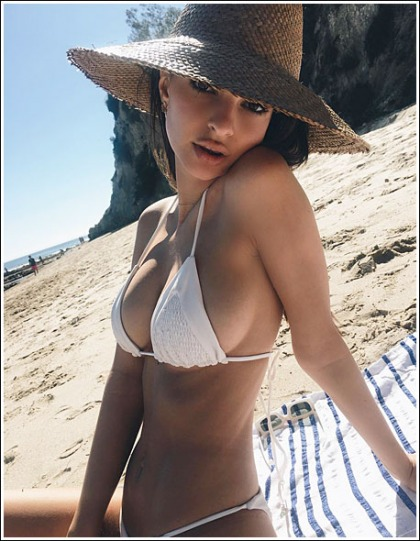 More Boobtastic And Bootylicious Emily Ratajkowski Bikini Pictures, Woohoo!