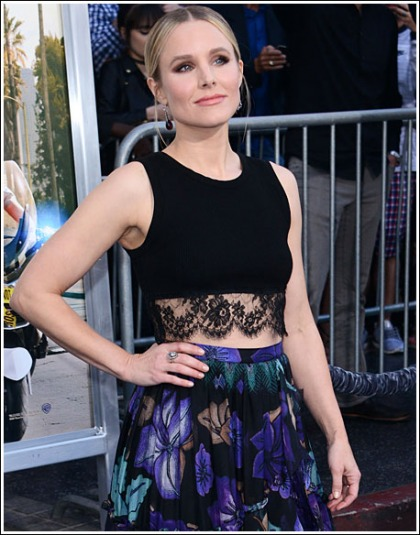 Kristen Bell Looking All Kinds Of Ultra Cute, And Bosomy, And Curvy
