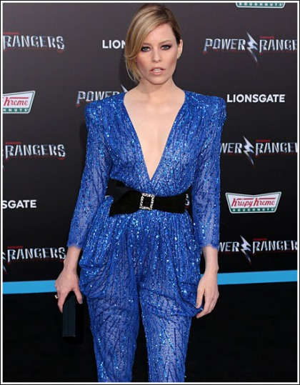 Elizabeth Banks Drops Some Braless Cleavage Action As The Blue Power Ranger