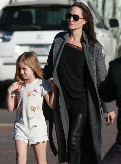 Angelina Jolie & four of her kids had a sushi dinner with Grandpa Jon Voight