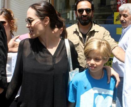 Angelina Jolie took Shiloh & Shiloh's Cambodian friends to Disneyland