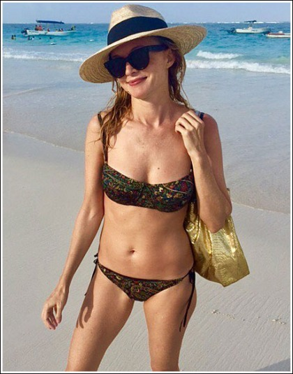 Heather Graham Slips Into A Tiny Bikini, Looks As Uber Sexy And As Ultra Cleavagy As Ever!