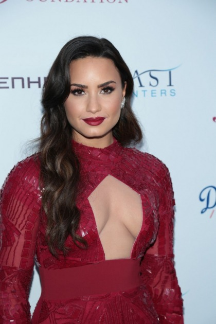Demi Lovato and her possible girlfriend or new BFF look like twinsies and it's cute