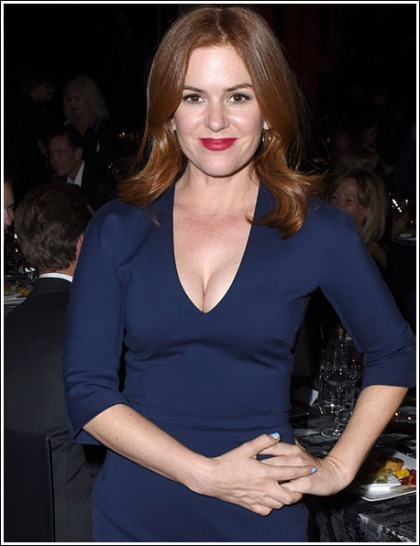 Isla Fisher Unleashes Her Massive Braless Cleavage
