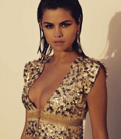Selena Gomez's Sweet Cleavage SHow