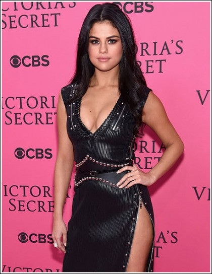 Selena Gomez Bust Out Her Plentiful Braless Cleavage For Throwback Thursday