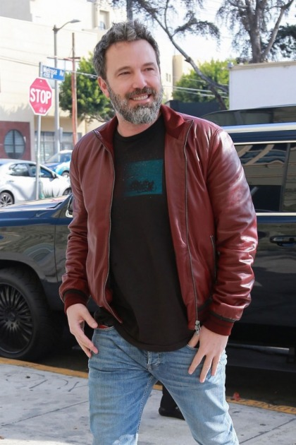 Ben Affleck & girlfriend Lindsay Shookus spotted looking for a house together
