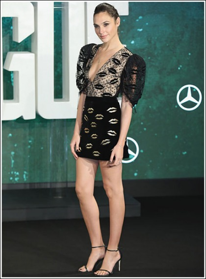 Gal Gadot Puts On A Super Sexy And Leggy And Cleavagy Show!