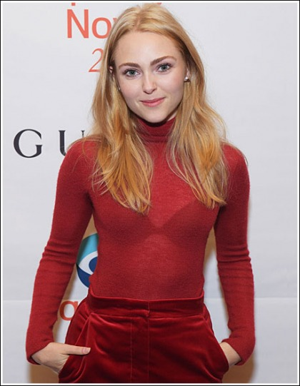 AnnaSophia Robb Returns With A Sexy Little Bra Show