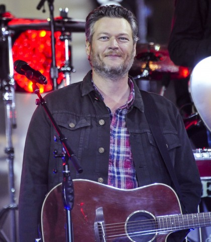 Blake Shelton is apparently People Mag's 2017 Sexiest Man Alive