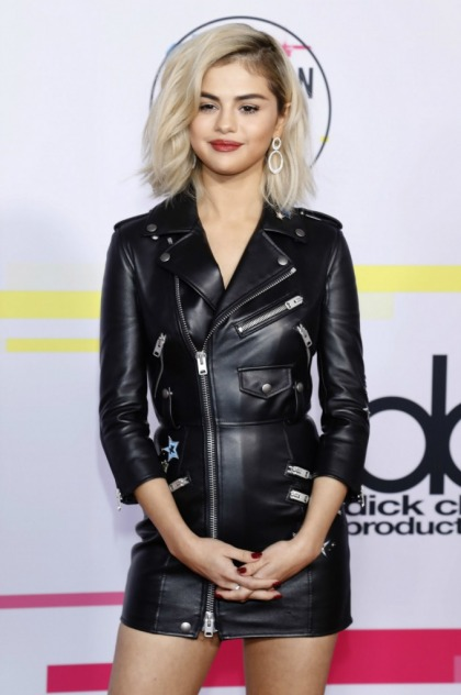 Did Selena Gomez lip sync during her AMA performance of 'Wolves?'