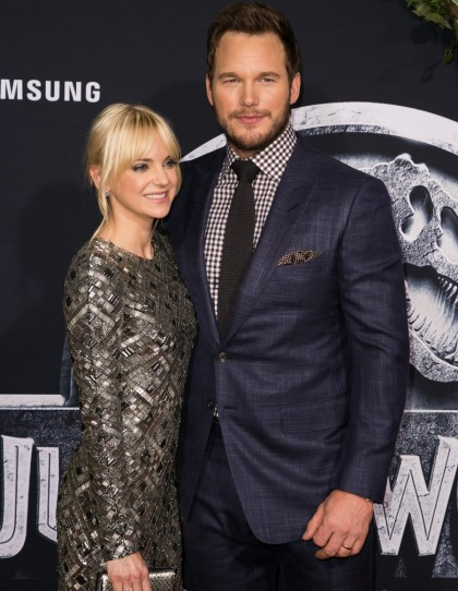 Chris Pratt files for divorce from Anna Faris & there's absolutely zero drama