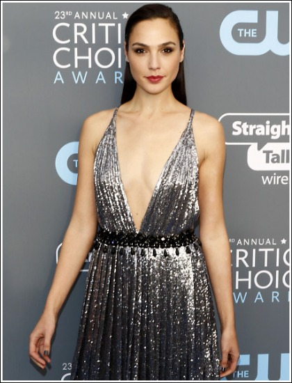 Gal Gadot Unleashes A Ton Of Super Sexy Braless Cleavage Action' WOW!