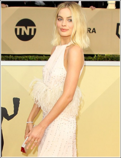 Margot Robbie Looking Like A Blonde Supernova Of Hotness At The 2018 SAG Awards