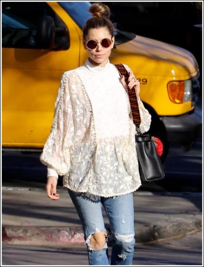 Jessica Biel Showing Off Her Hipster Hotness