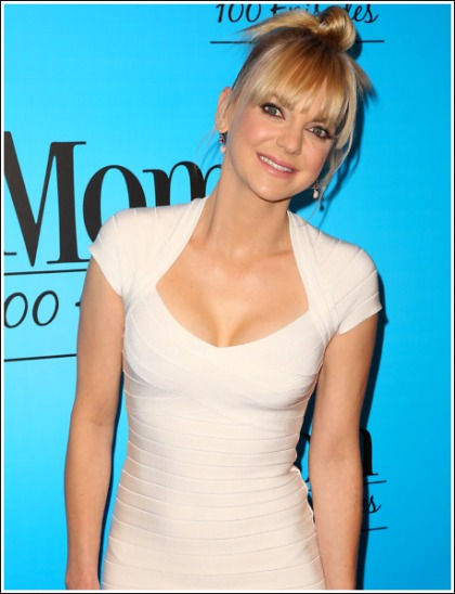 Anna Faris Puts On A Massive Cleavage Show