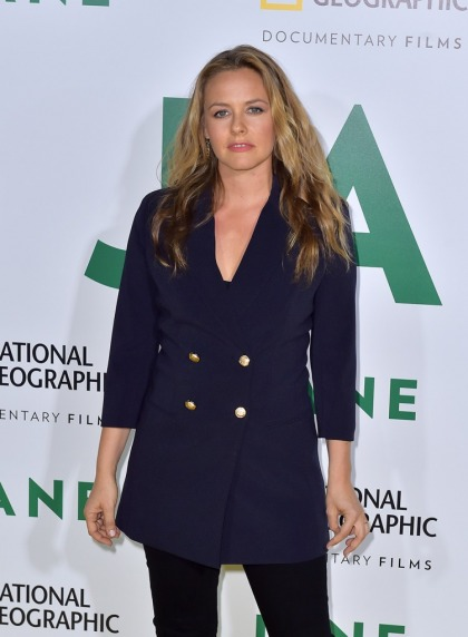 Alicia Silverstone splits with husband after 20 years, goes to Hawaii