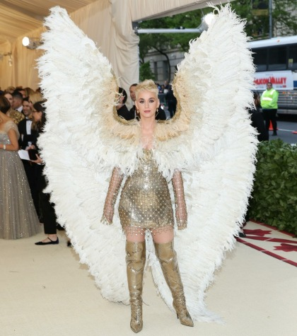 Katy Perry was literally an angel in custom Versace at the Met Gala: stunning?
