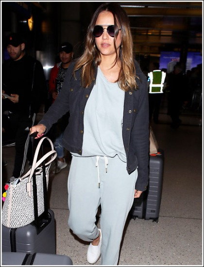 Jessica Alba Struts Her Casual Hotness Through LAX