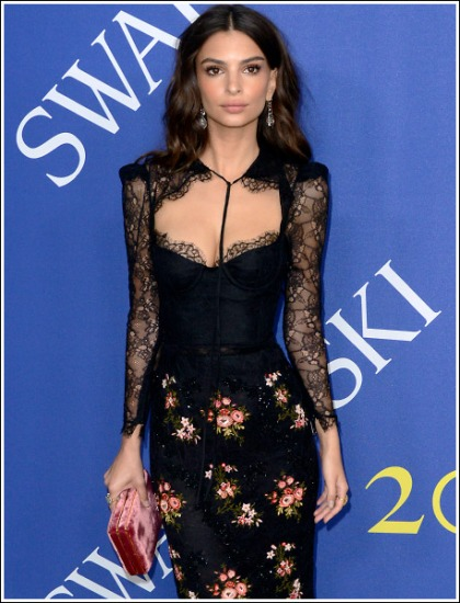Emily Ratajkowski Drops Some Seriously Sexy Braless Cleavage And Booty Action!