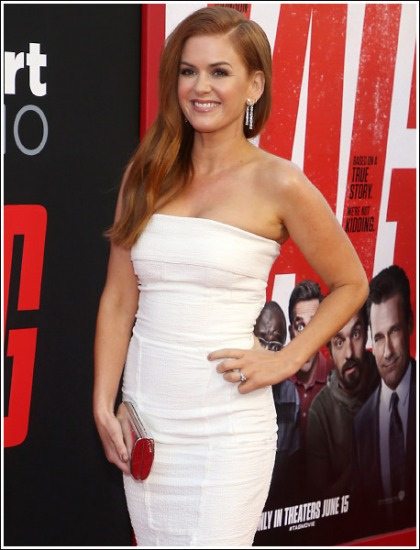 Isla Fisher Geta Cleavagy, And Busty, And Curvy, Oh My