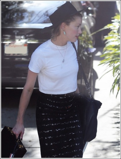 Amber Heard Busty And Braless In A Skimpy T-Shirt' Yes Please!