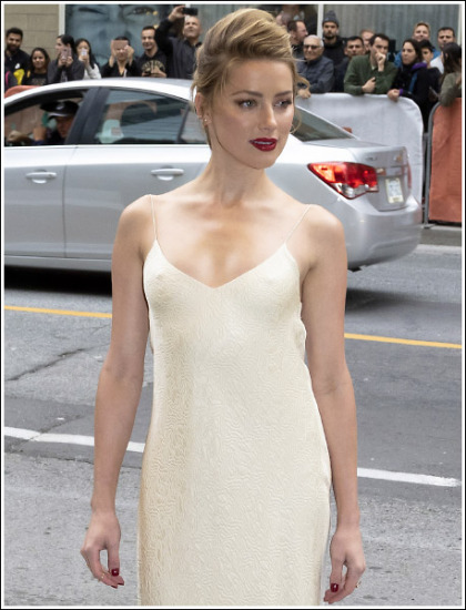 Amber Heard Looking All Kinds Of Ultra Sexy And Cleavagy