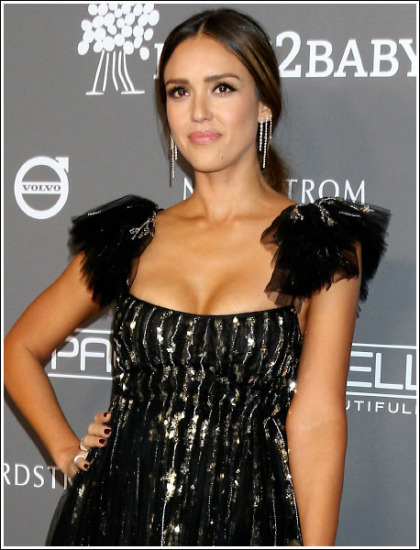 Jessica Alba Finally Busts Out Her Awesome Huge Cleavage!