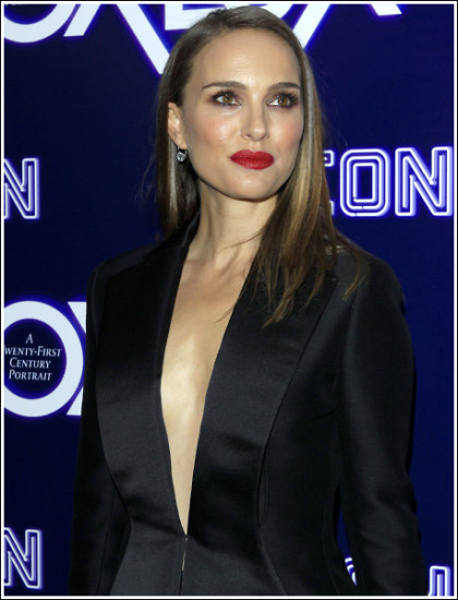 Natalie Portman Flashing A Whole Lot Of Her Braless Chest!