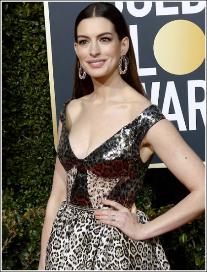 Anne Hathaway Drops Some Massive Braless Cleavage Action!