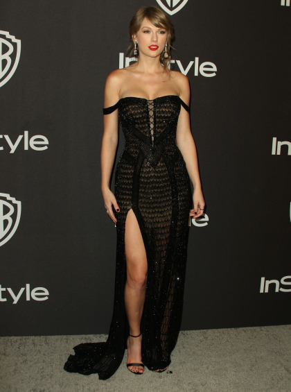 Taylor Swift in Versace at the Golden Globes: lovely & suspiciously curvy?