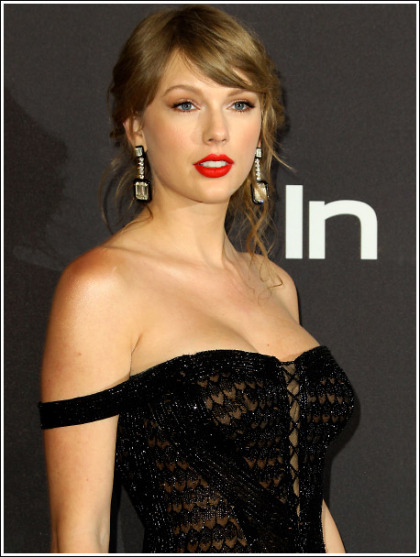 Taylor Swift Bustier And More Cleavagy Than Ever' Yes Please!
