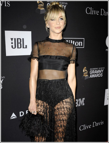 Julianne Hough Puts On A Seriously Sexy And Leggy And Curvy Show