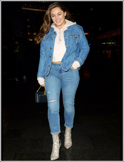 Kelly Brook Curvalicious And Leggy In Skin-Tight Jeans