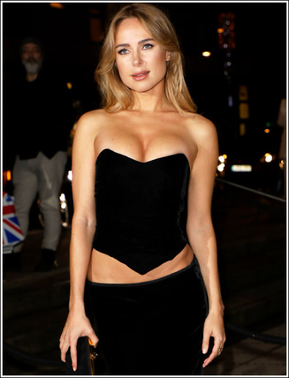 Kimberley Garner Busting Out Her Huge/Perfect/Braless Cleavage Like Bananas!