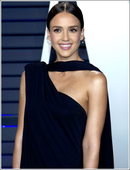 Jessica Alba Showing Off Some Braless Bosom/Cleavage!